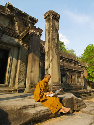 Treasures Libraries deliver free Bible resources in Burmese, Bengali and Thai.